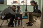 История выжившего в теракте: Джейк Джилленхол в первом трейлере драмы «Сильнее»